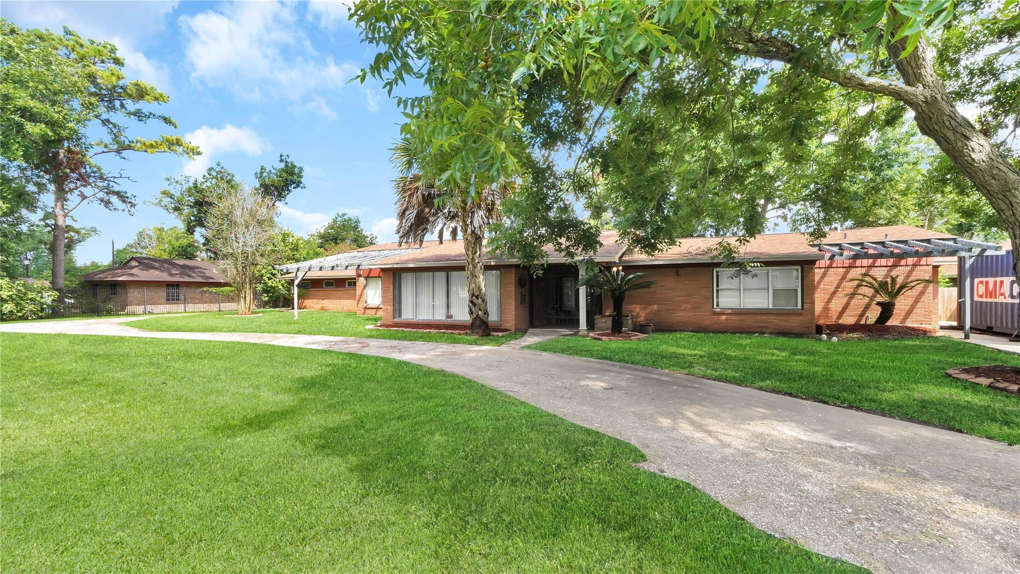 7255 Sims Drive Property Photo - Houston, TX real estate listing