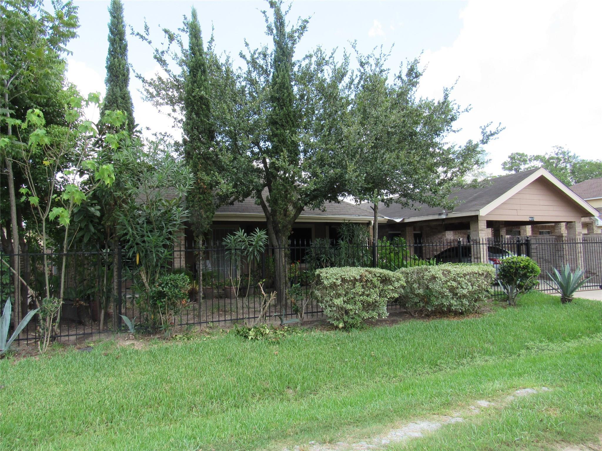 8015 Arrowrock Trail Property Photo - Houston, TX real estate listing