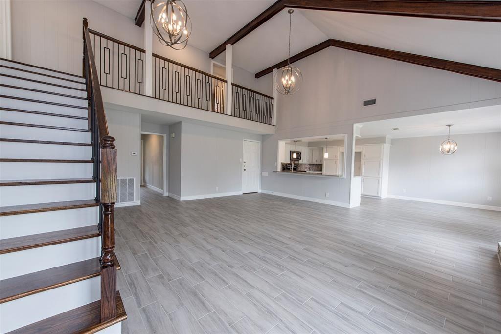 387 Stonehenge Lane Property Photo - Houston, TX real estate listing