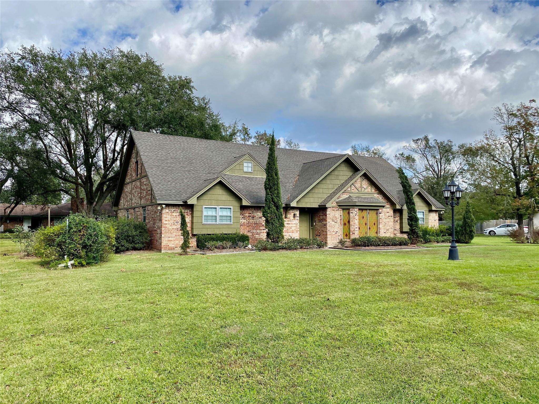 1320 Shadowdale Street Property Photo - Bridge City, TX real estate listing