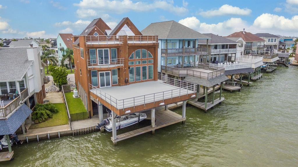 128 Quayside Drive Property Photo - Tiki Island, TX real estate listing