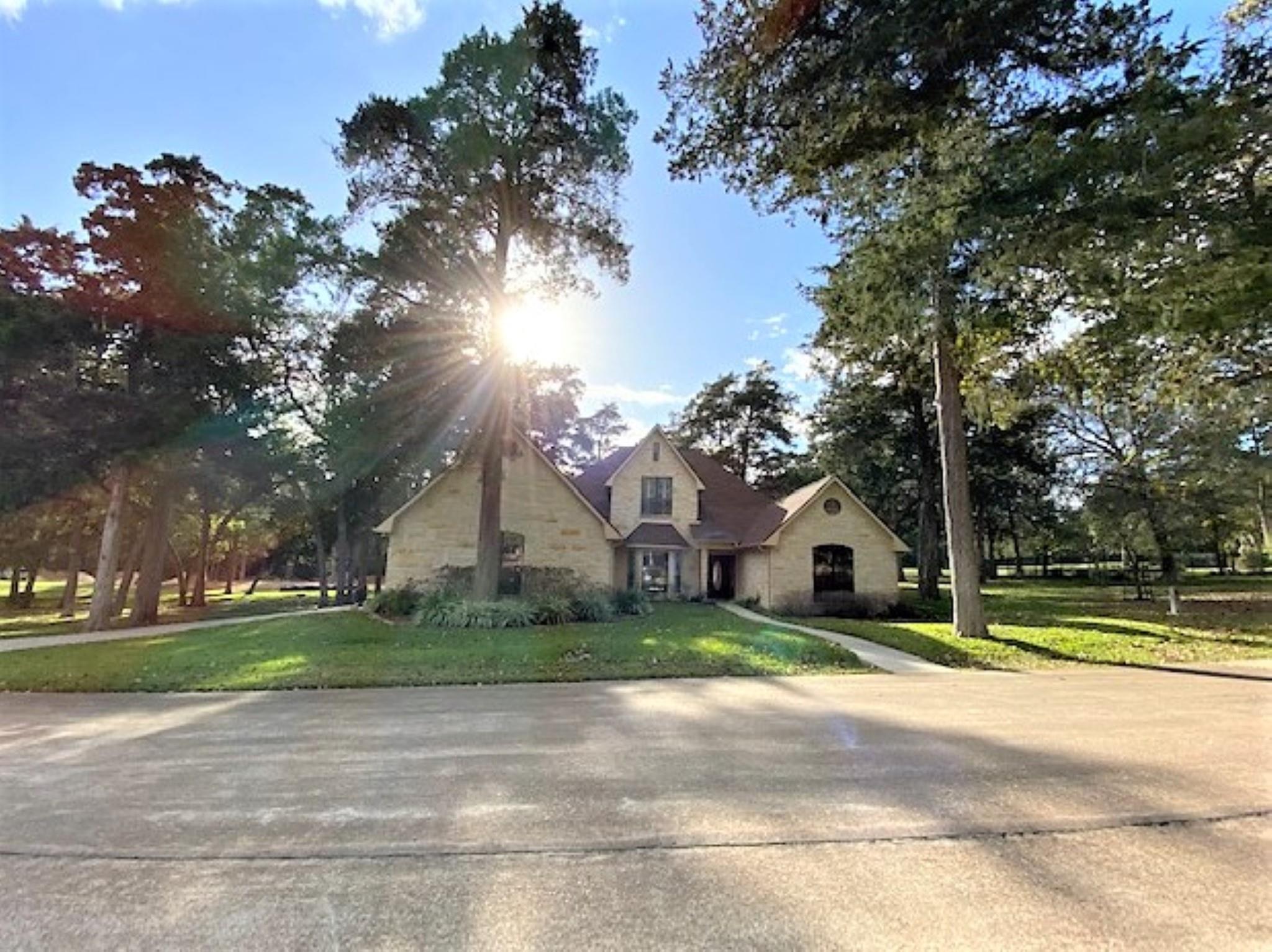 111 Oakmont Drive Property Photo