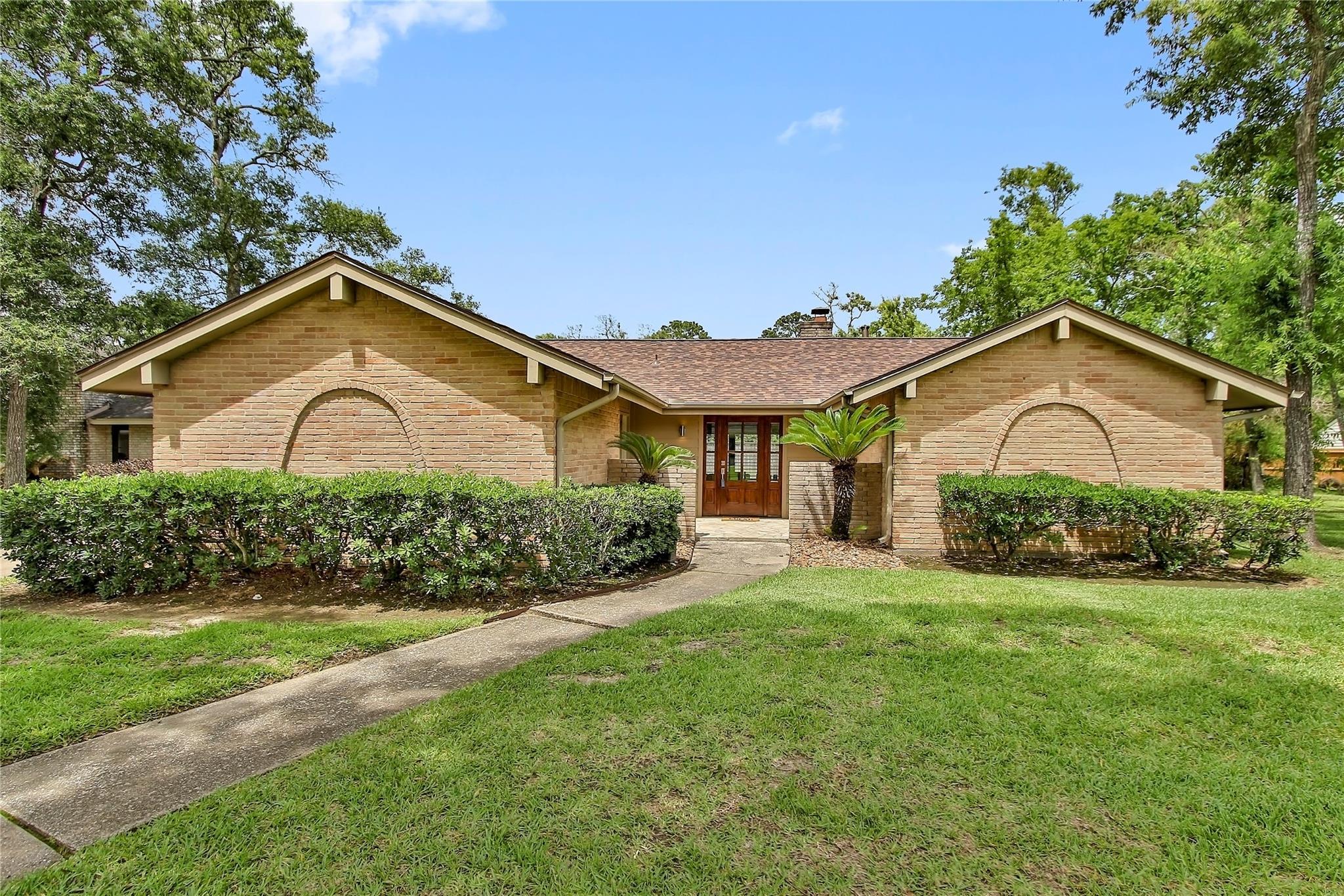 1006 Oak Leaf Street Property Photo 1