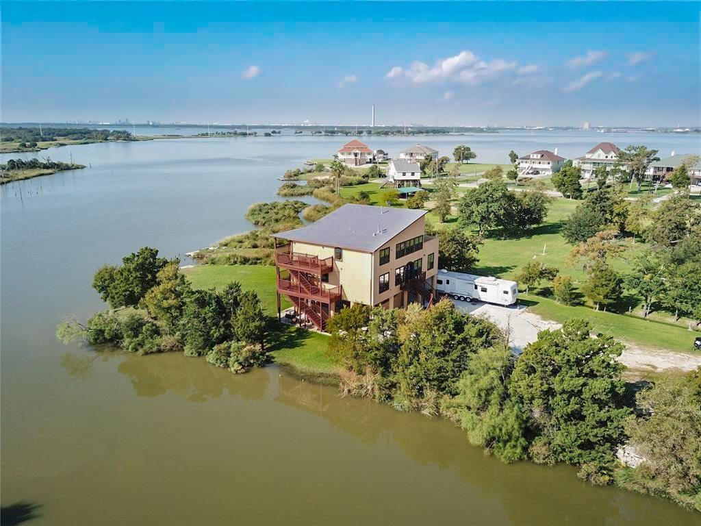 303 Winkler Street Property Photo - Baytown, TX real estate listing