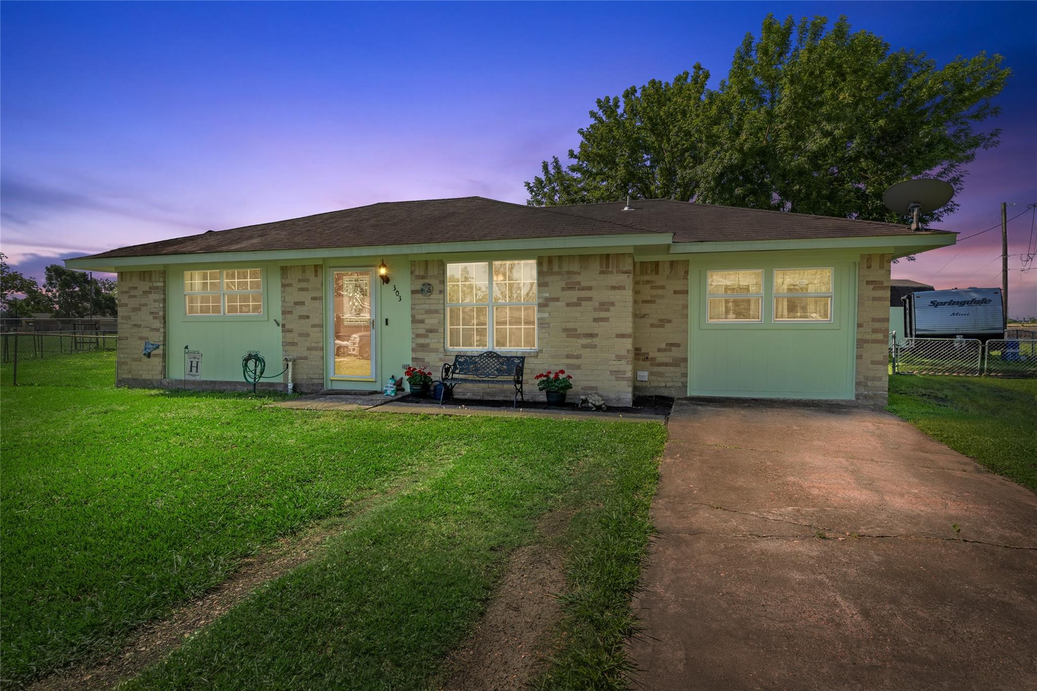 303 N 9th Street Property Photo - Beasley, TX real estate listing