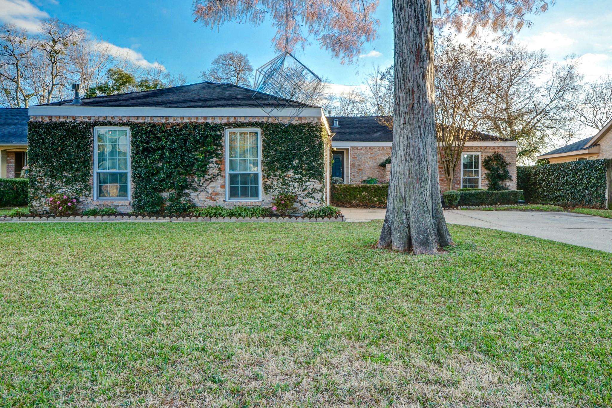 10531 Evesborough Drive Property Photo - Houston, TX real estate listing