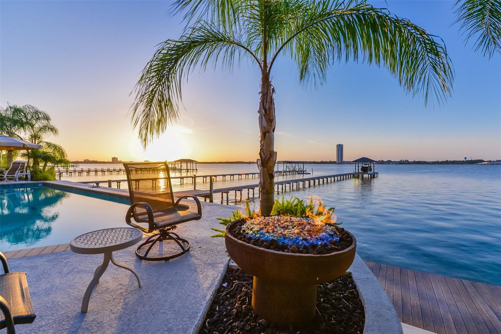 1018 Island View Property Photo - Kemah, TX real estate listing