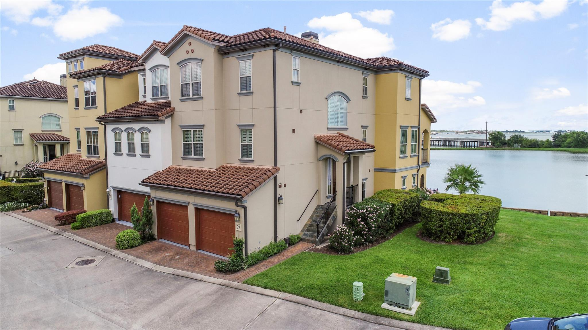 29 Armand Shore Drive Property Photo - Houston, TX real estate listing