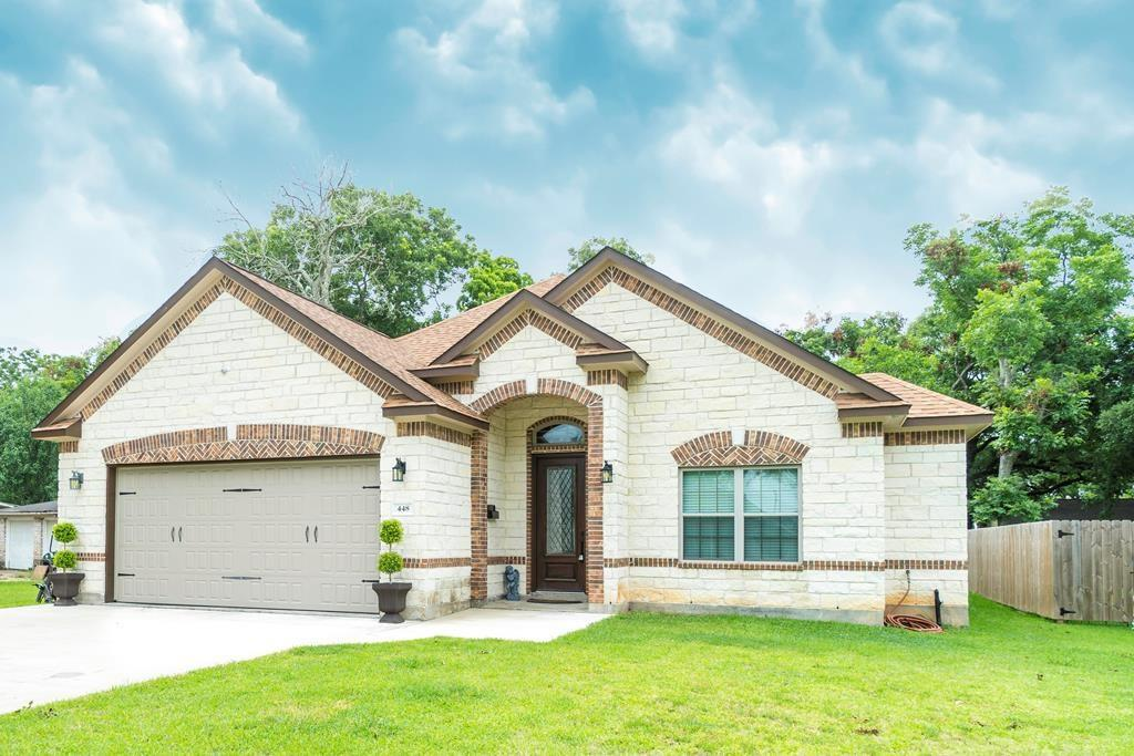 448 Hinken St Property Photo - Clute, TX real estate listing