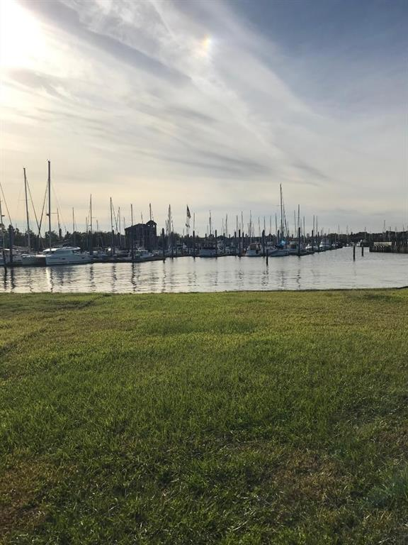 227 W Shore Drive Property Photo - Clear Lake Shores, TX real estate listing