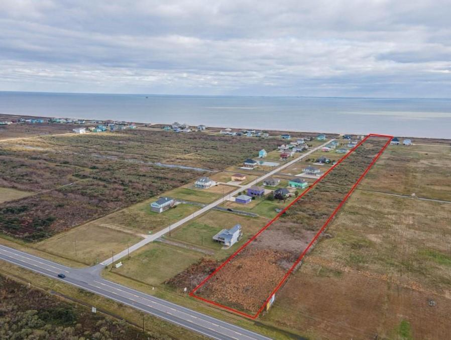 220 State Highway 87 Property Photo - Crystal Beach, TX real estate listing