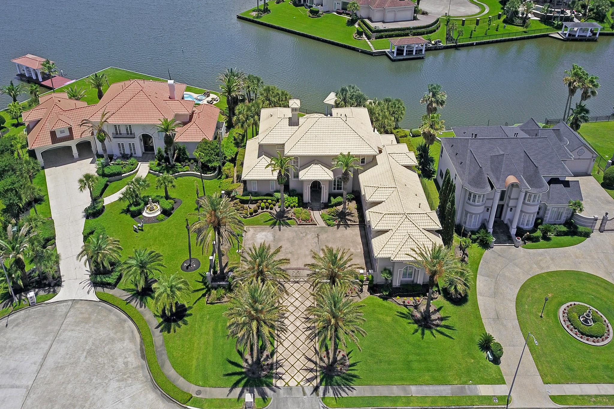 2010 Shoreline Drive Property Photo - Seabrook, TX real estate listing