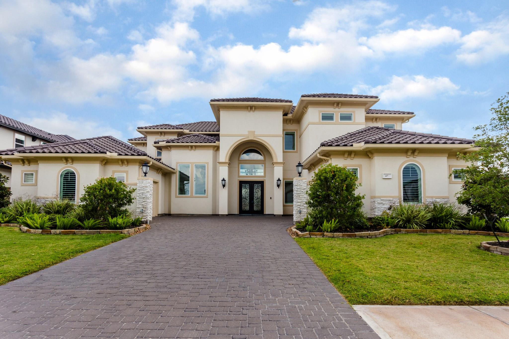 47 Crown Place Property Photo - Sugar Land, TX real estate listing
