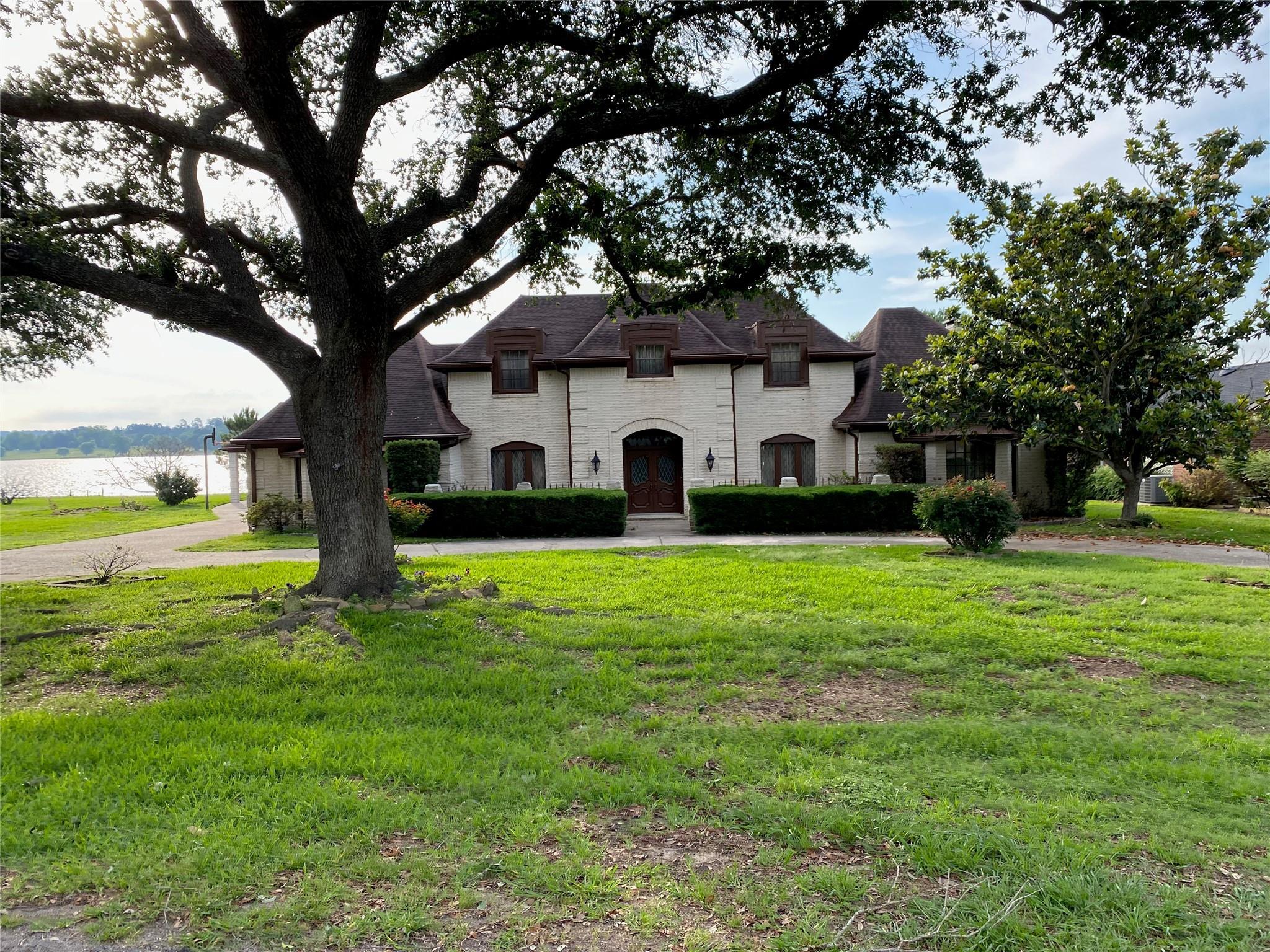 9952 E Shore Drive Property Photo 1