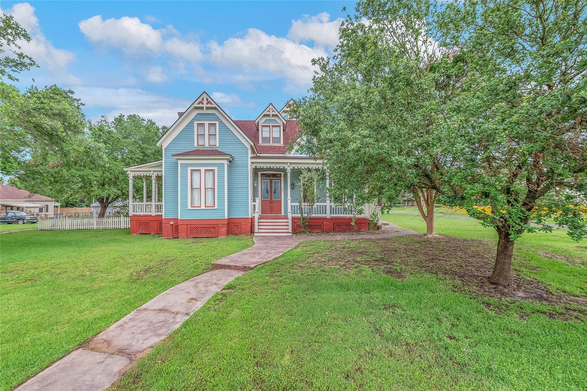 207 E Texas Street Property Photo