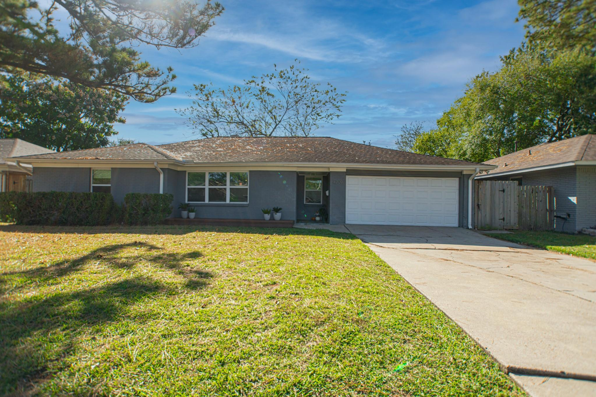 4709 Briarbend Drive Property Photo - Houston, TX real estate listing