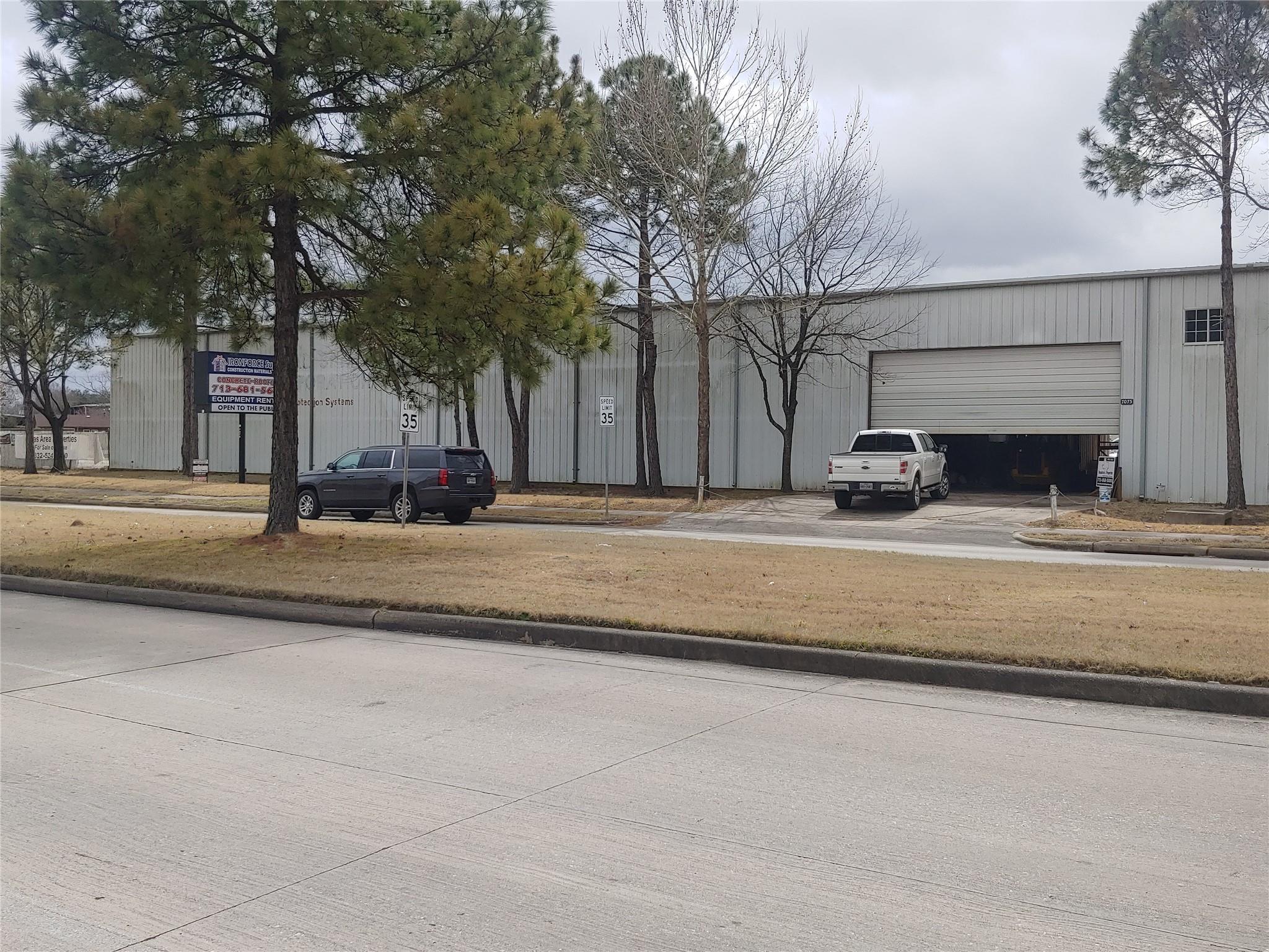 7075 W 43rd Street Property Photo - Houston, TX real estate listing