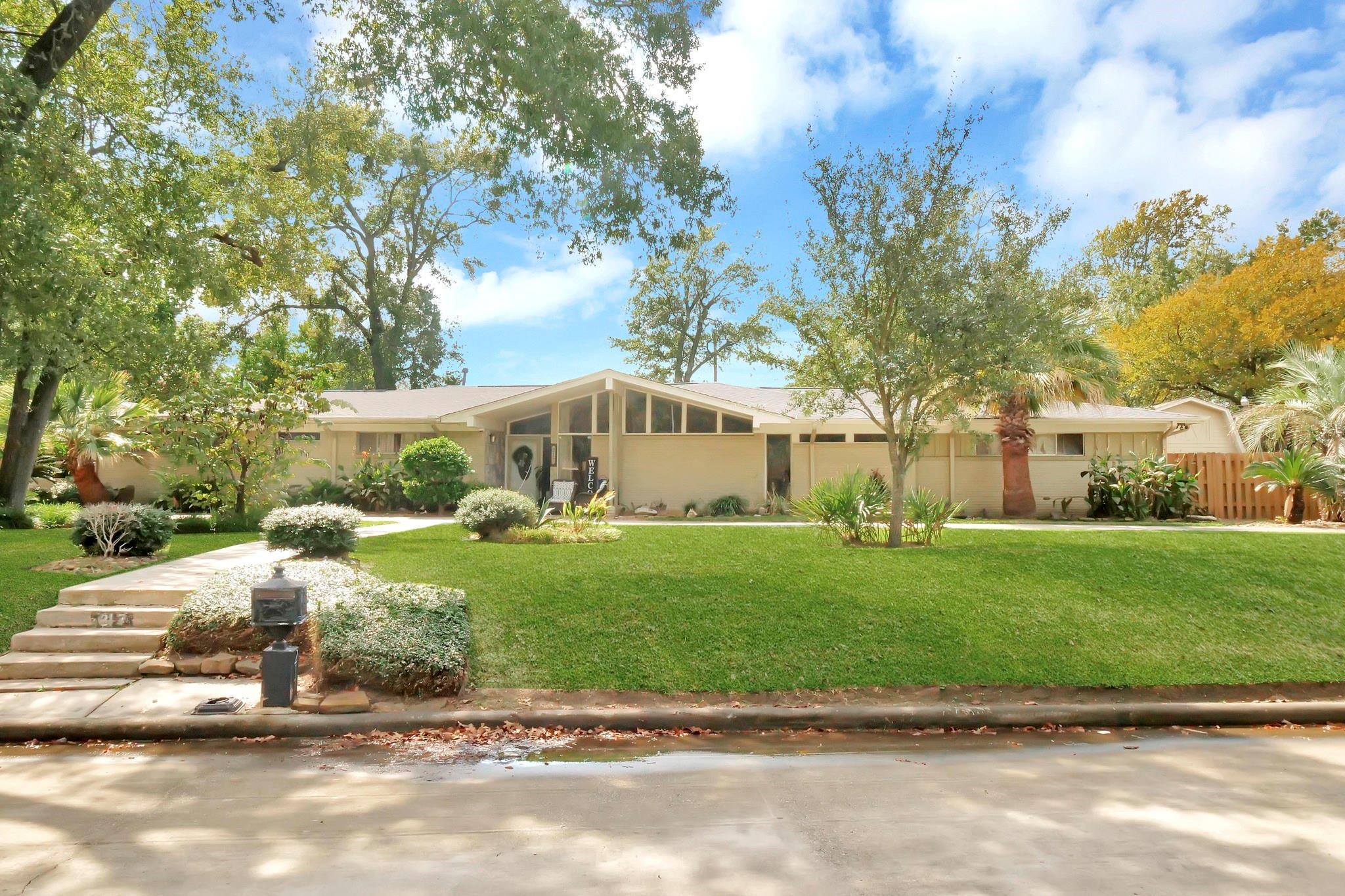 217 Burnett Drive Property Photo - Baytown, TX real estate listing