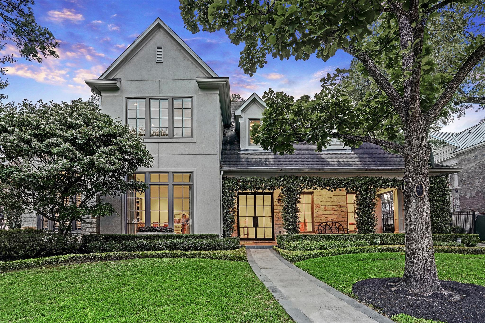 711 W Creekside Drive Property Photo - Hunters Creek Village, TX real estate listing