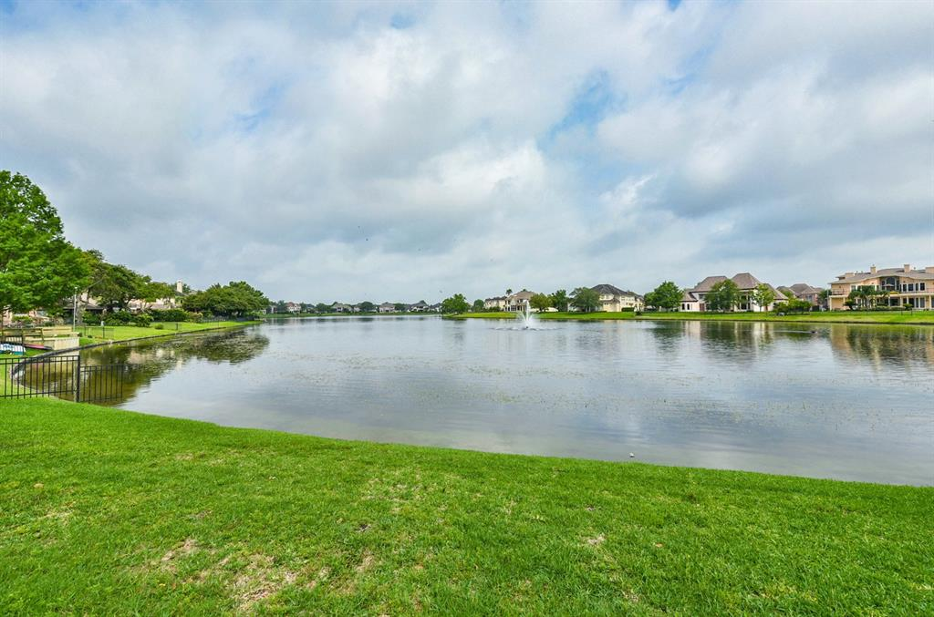 3935 Abbeywood Drive Property Photo - Pearland, TX real estate listing
