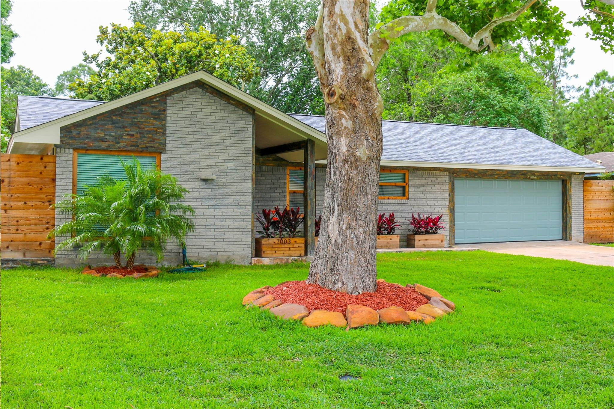 7003 Edgemoor Drive Property Photo - Houston, TX real estate listing