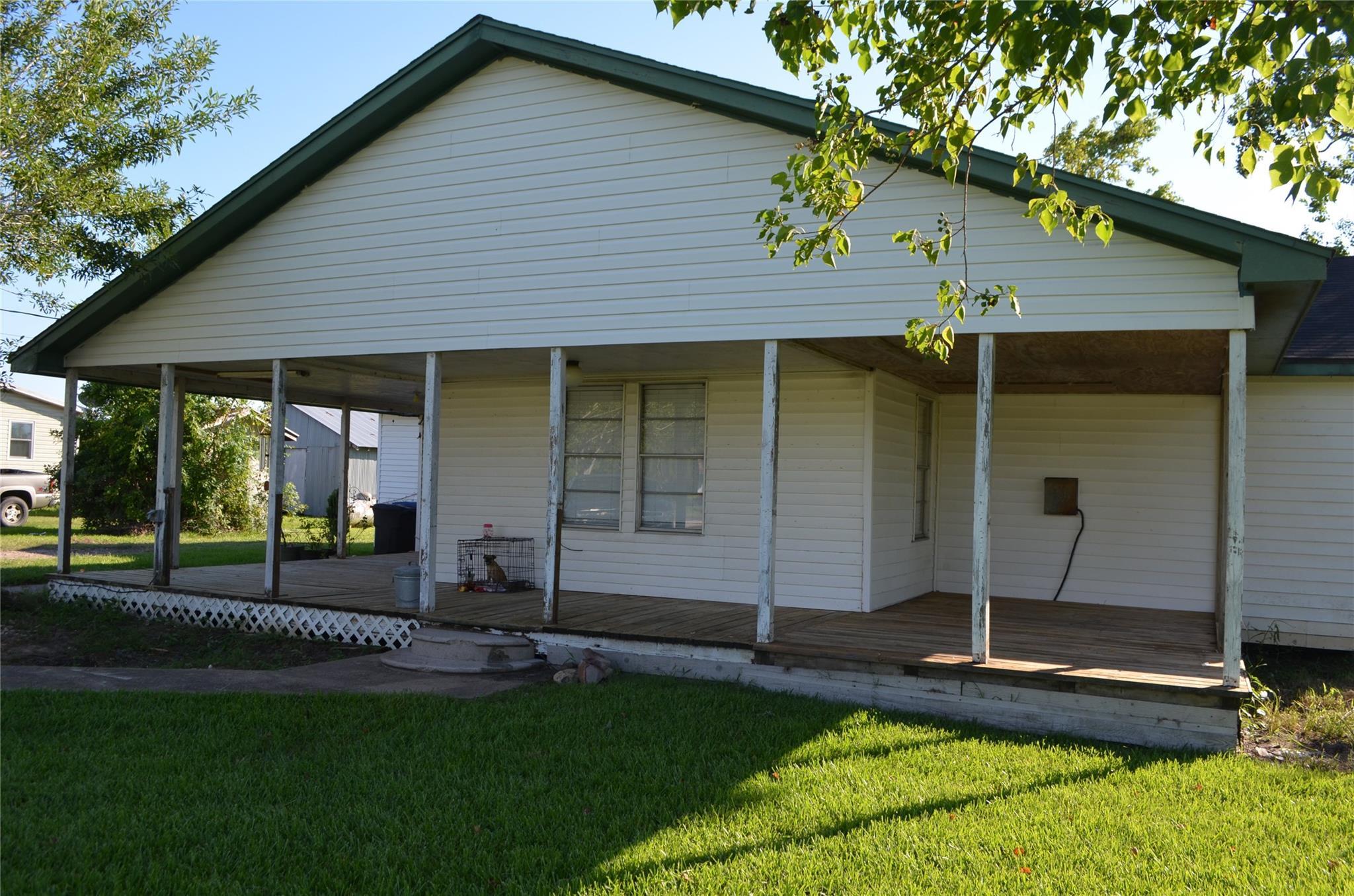 11715 Sunnyside Drive Property Photo - Mont Belvieu, TX real estate listing