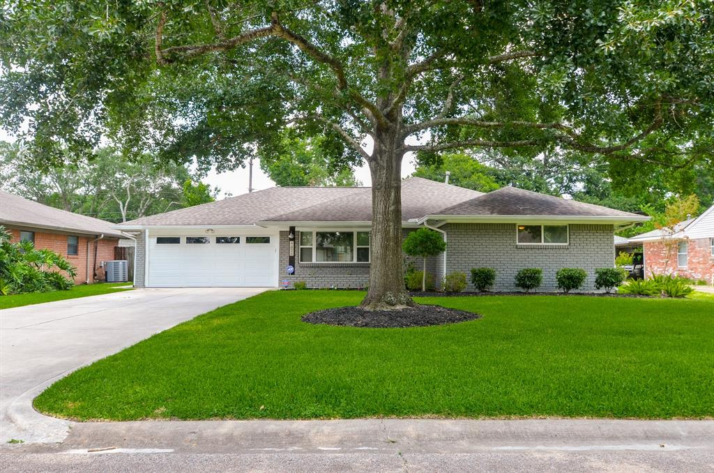 4426 Briarbend Drive Property Photo - Houston, TX real estate listing