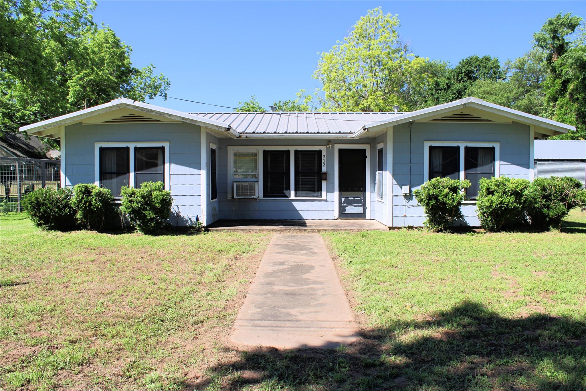 209 Third Avenue Property Photo 1
