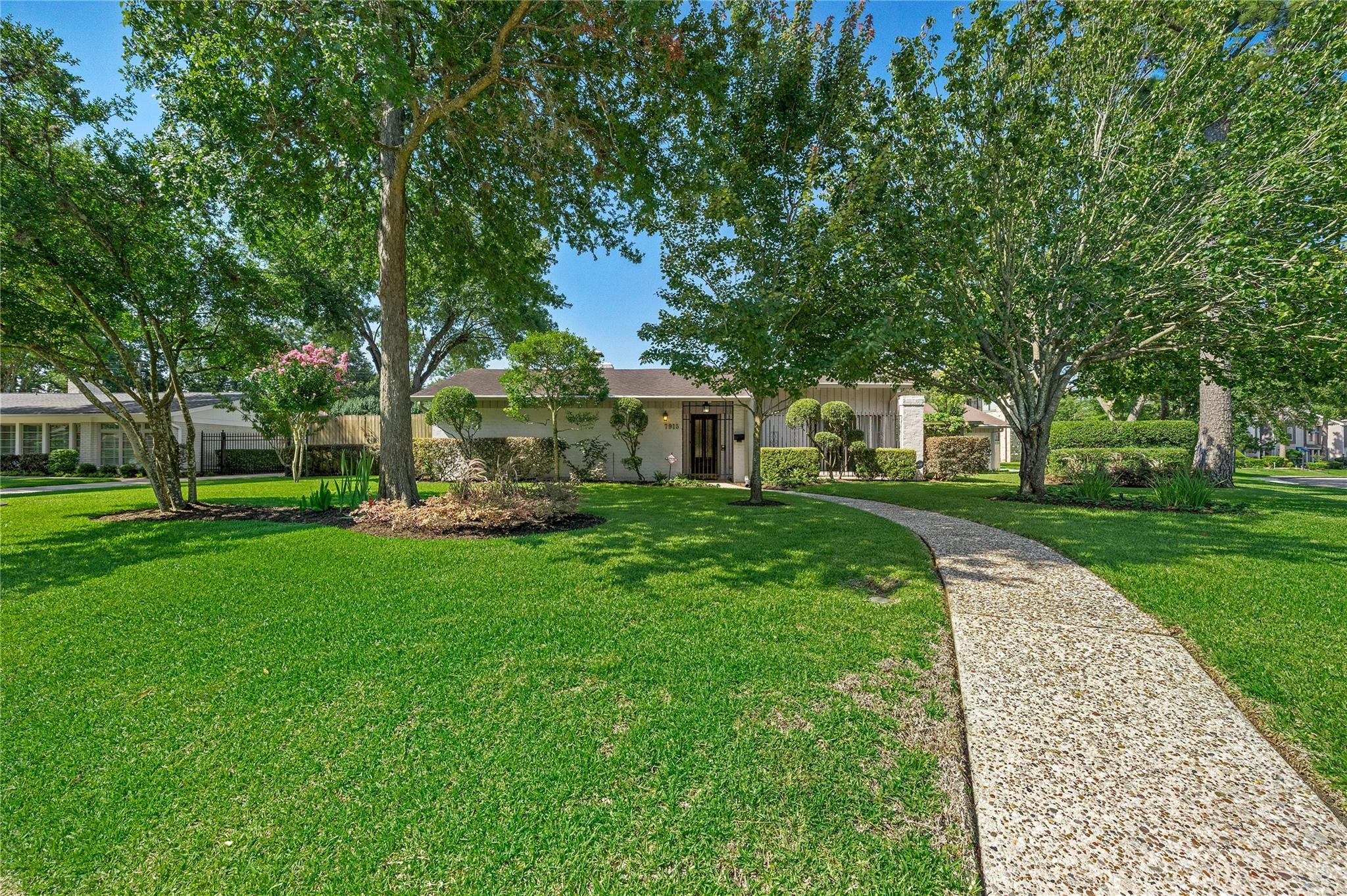 7915 Del Monte Drive Property Photo