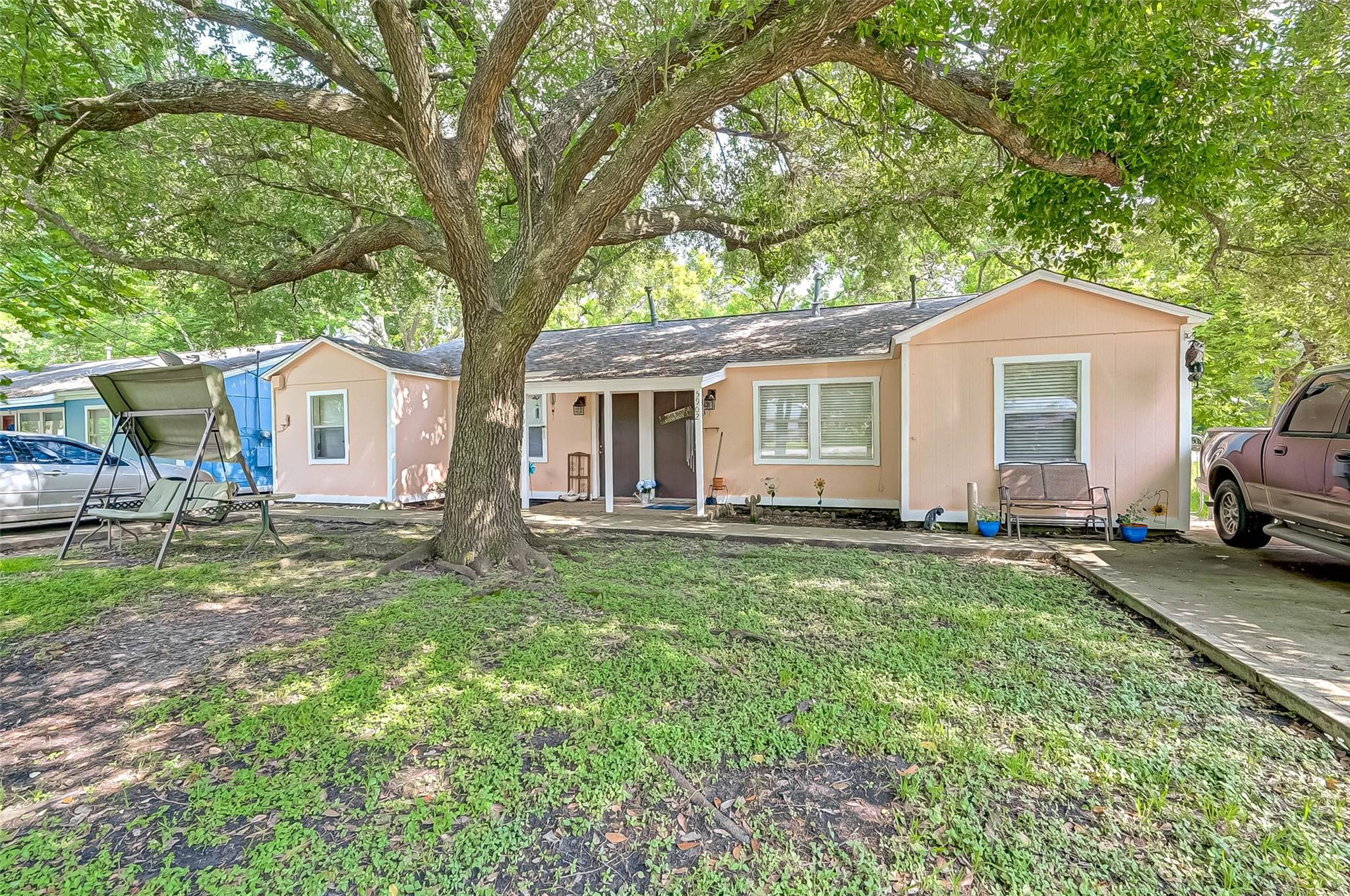 5902 Sycamore Avenue Property Photo 1