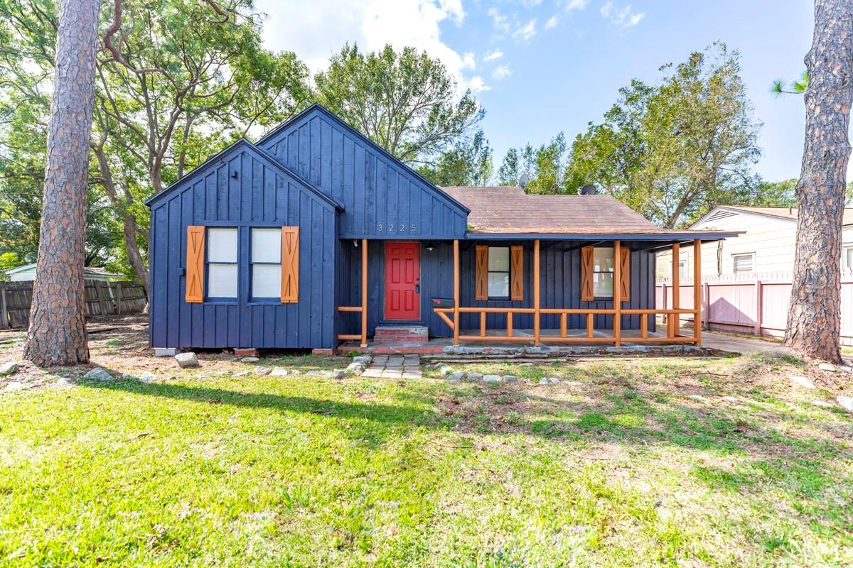 3225 East Drive Property Photo - Groves, TX real estate listing