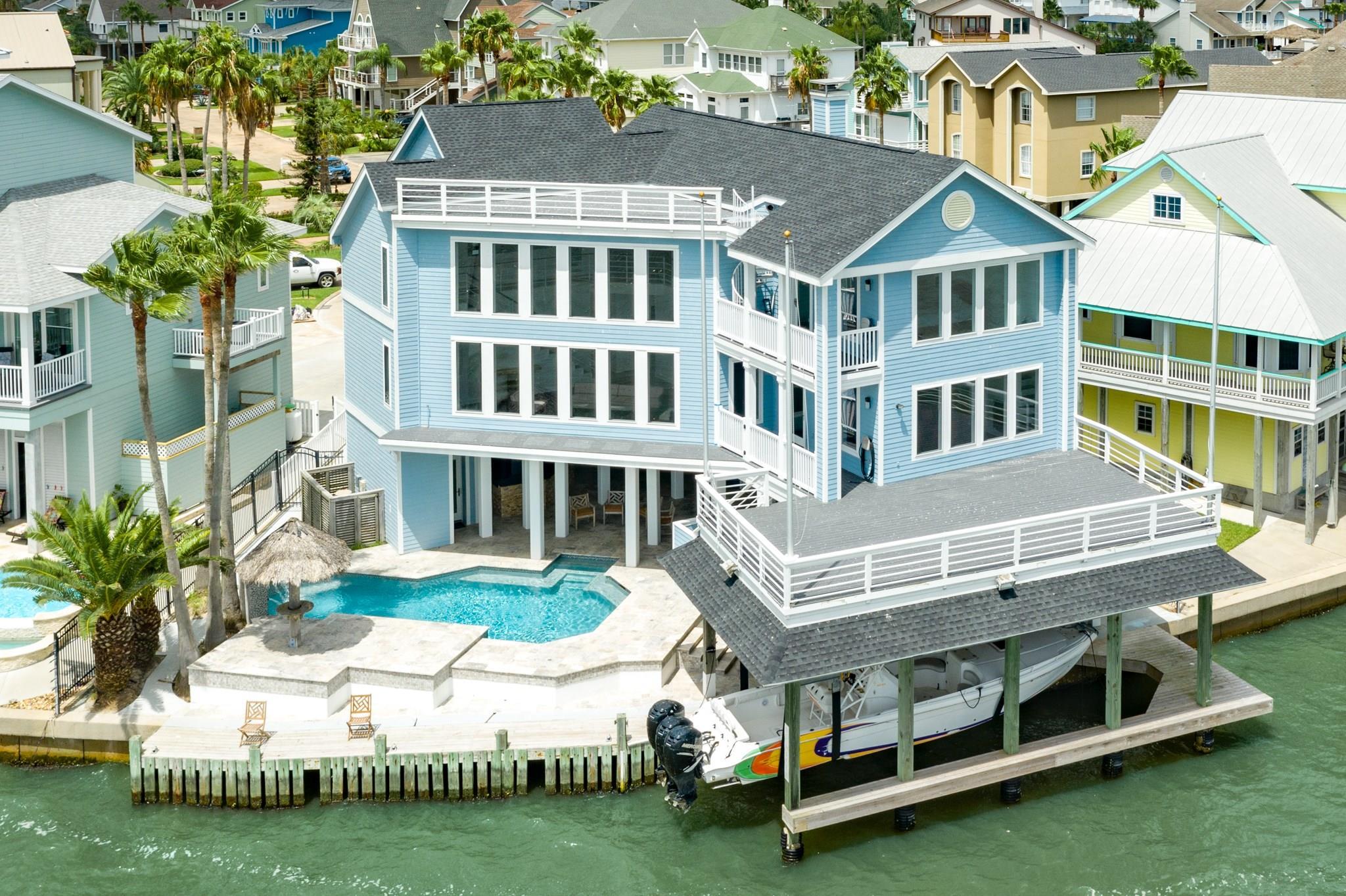 911 Long Reach Drive Property Photo - Tiki Island, TX real estate listing