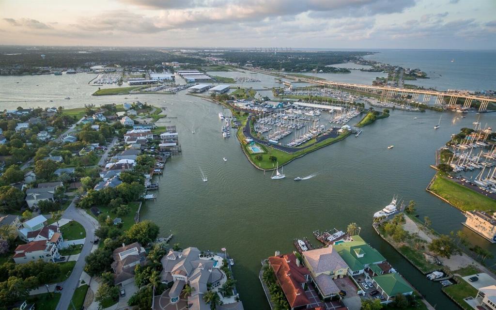 107 Bayou Lane Property Photo - Kemah, TX real estate listing