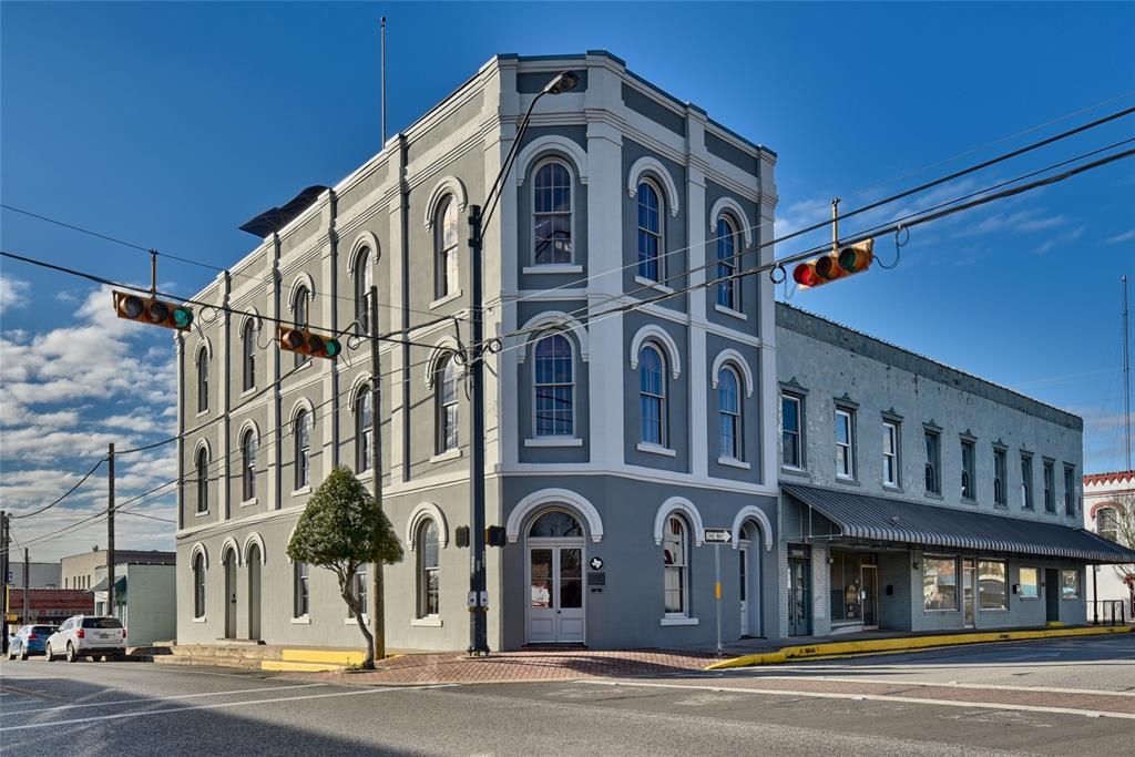222 E Main Street Property Photo