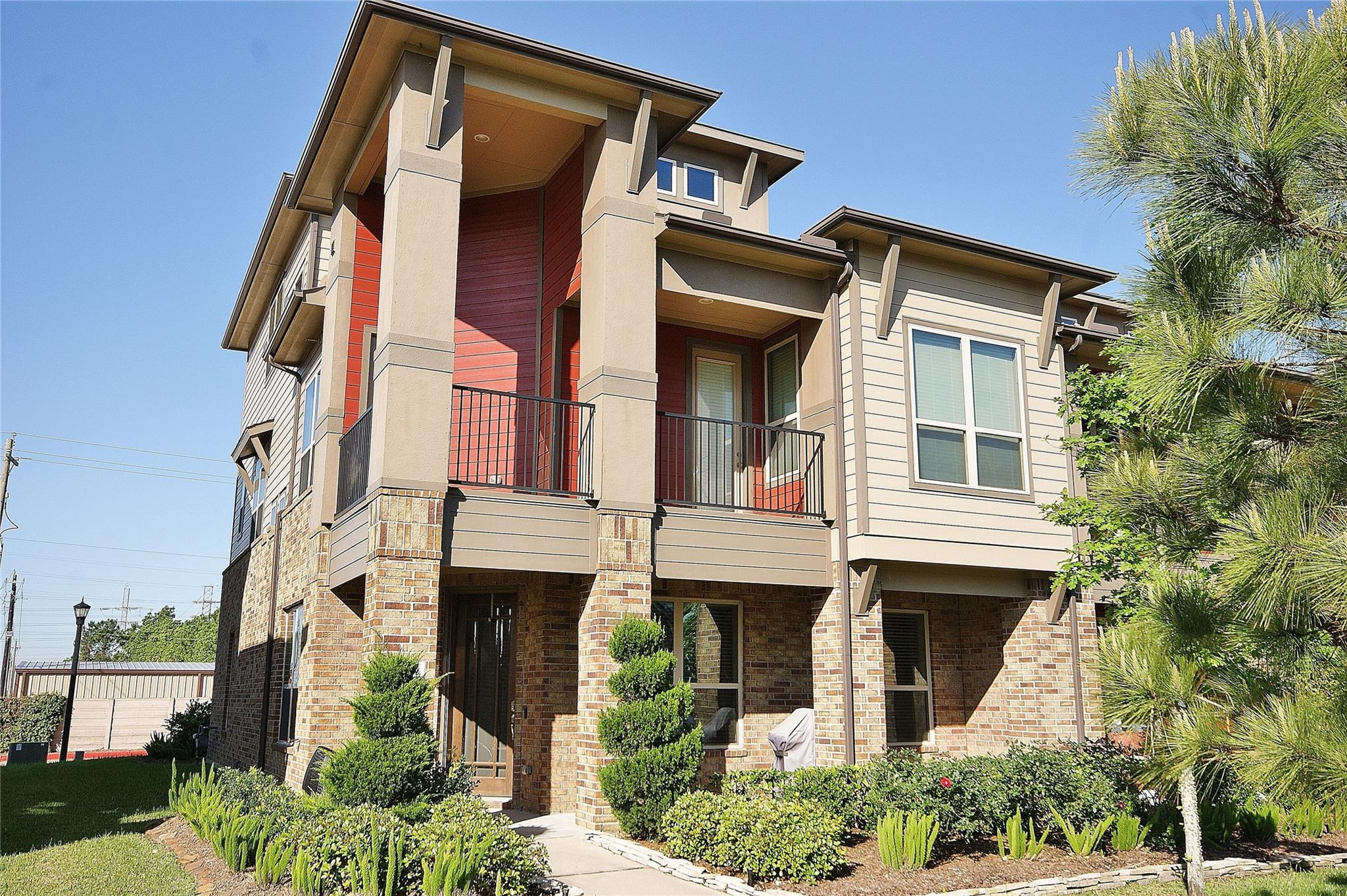 717 Via Lago Property Photo - Webster, TX real estate listing