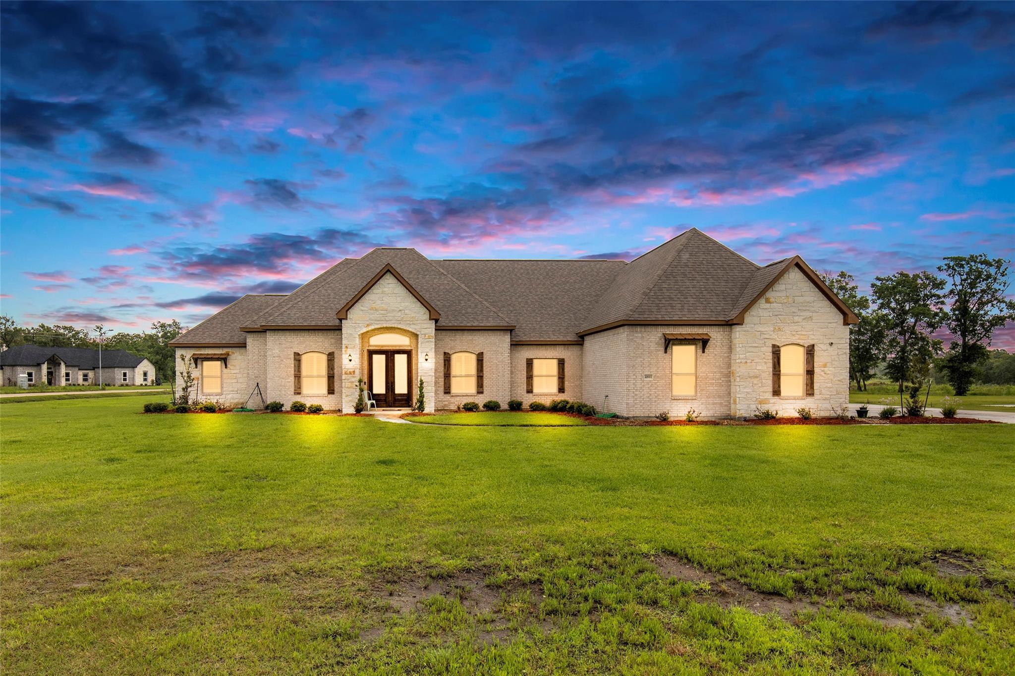 4811 Pineloch Bayou Drive Property Photo 1
