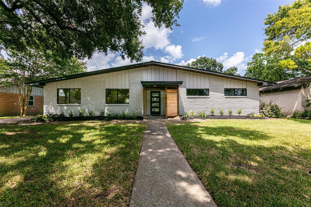 5226 Starkridge Drive Property Photo - Houston, TX real estate listing