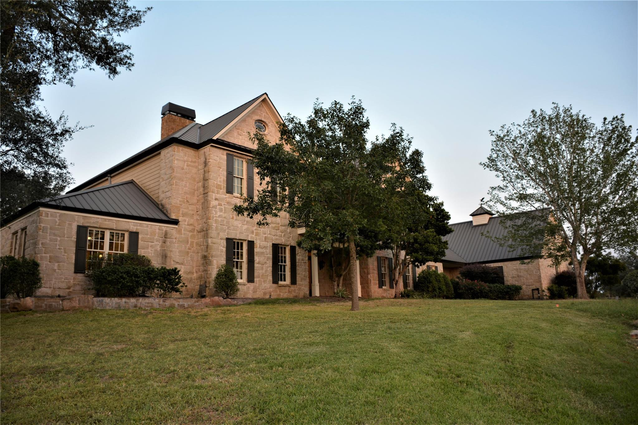 1040 Yaupon Creek Drive Property Photo - Columbus, TX real estate listing