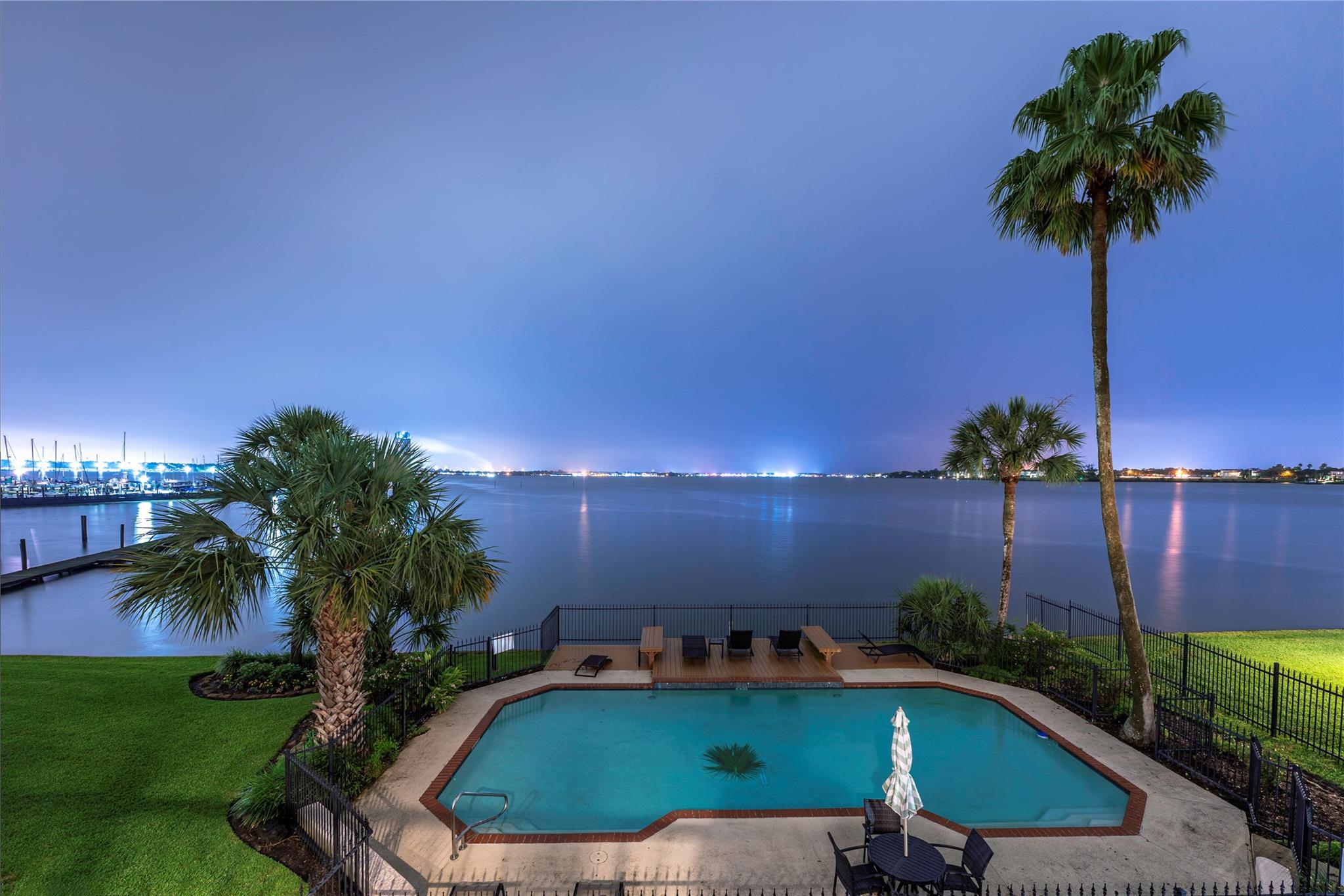 325 Lakeside Lane Property Photo - Houston, TX real estate listing