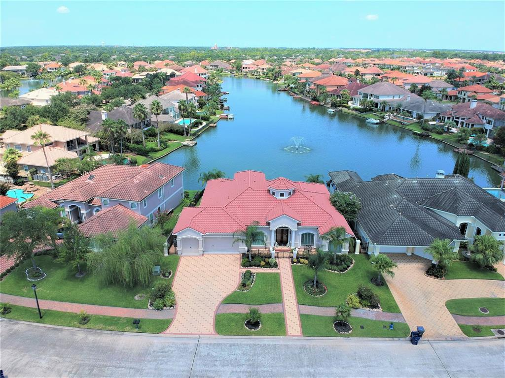 18718 Windsor Lakes Drive Property Photo - Houston, TX real estate listing
