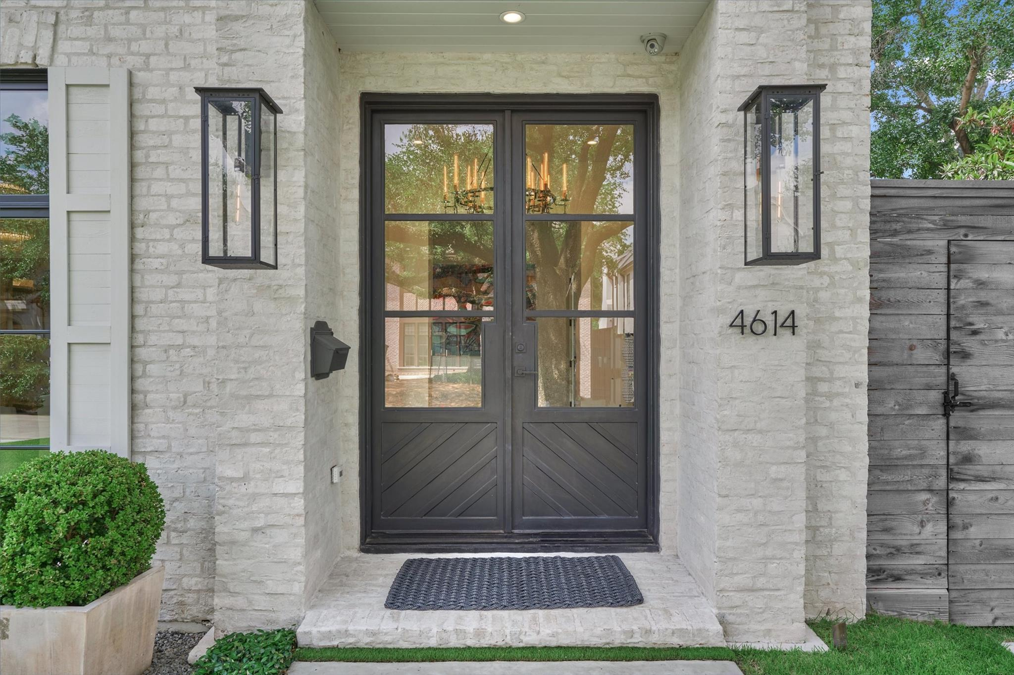4614 Devon Street Property Photo
