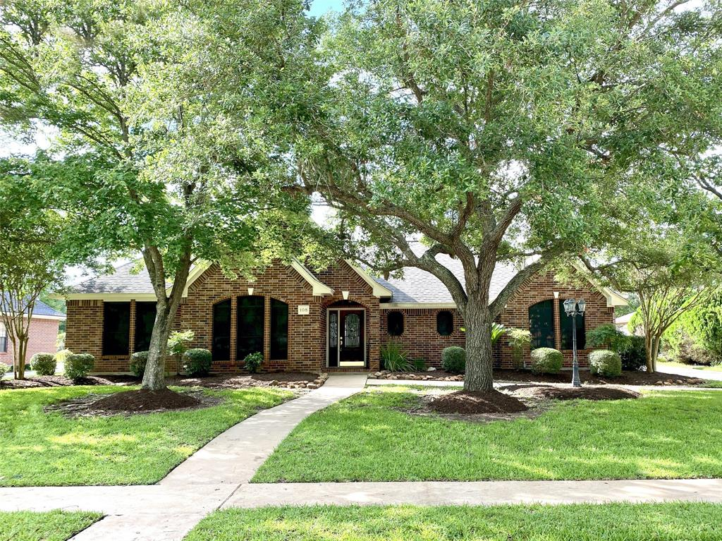 108 Paintbrush Street Property Photo - Lake Jackson, TX real estate listing