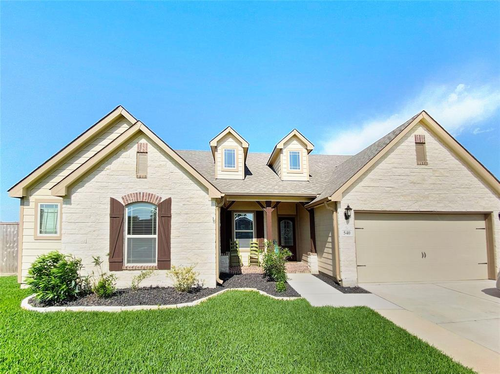 540 Wellshire Drive Property Photo - West Columbia, TX real estate listing