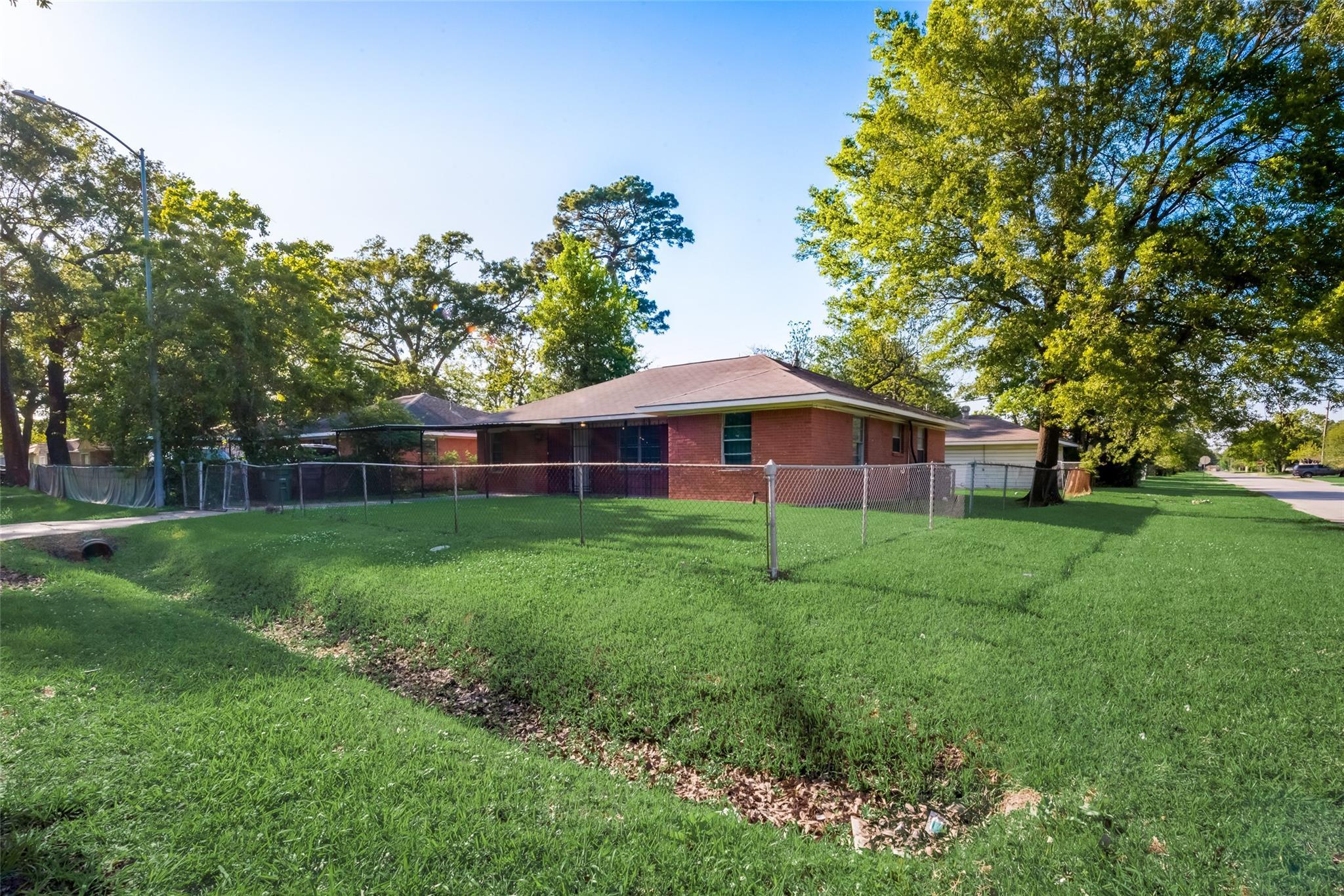 8933 Oak Knoll Lane Property Photo