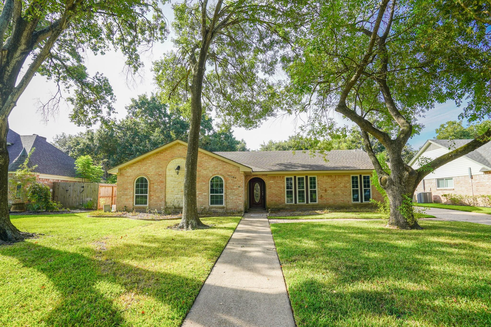 15305 Ashburton Drive Property Photo - Jersey Village, TX real estate listing
