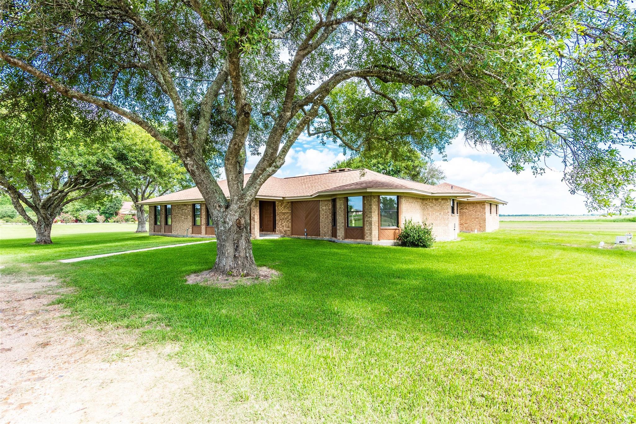1542 Fm 1300 Road Property Photo - El Campo, TX real estate listing