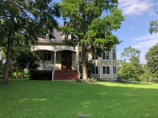 150 Lake Oaks Circle Property Photo