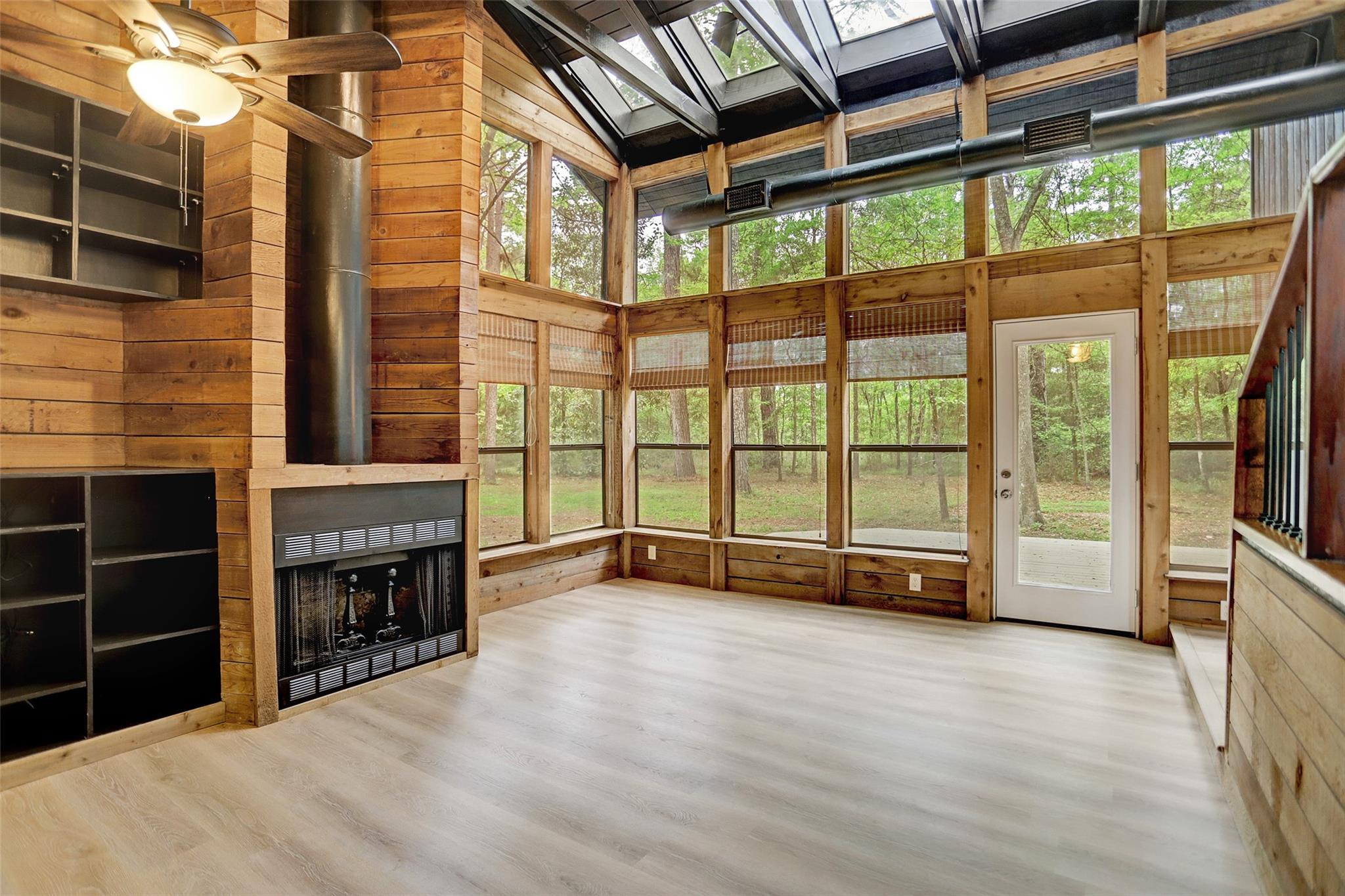 16368 Grand Flower Road Property Photo - Plantersville, TX real estate listing