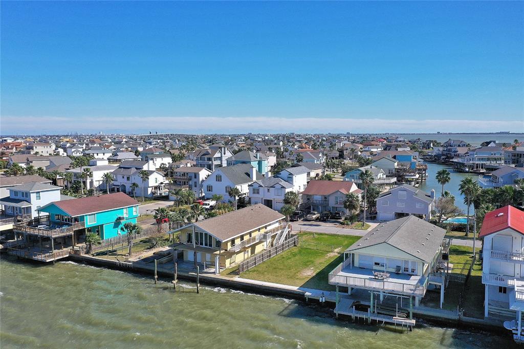 211 Isles End Road, Tiki Island, TX 77554 - Tiki Island, TX real estate listing
