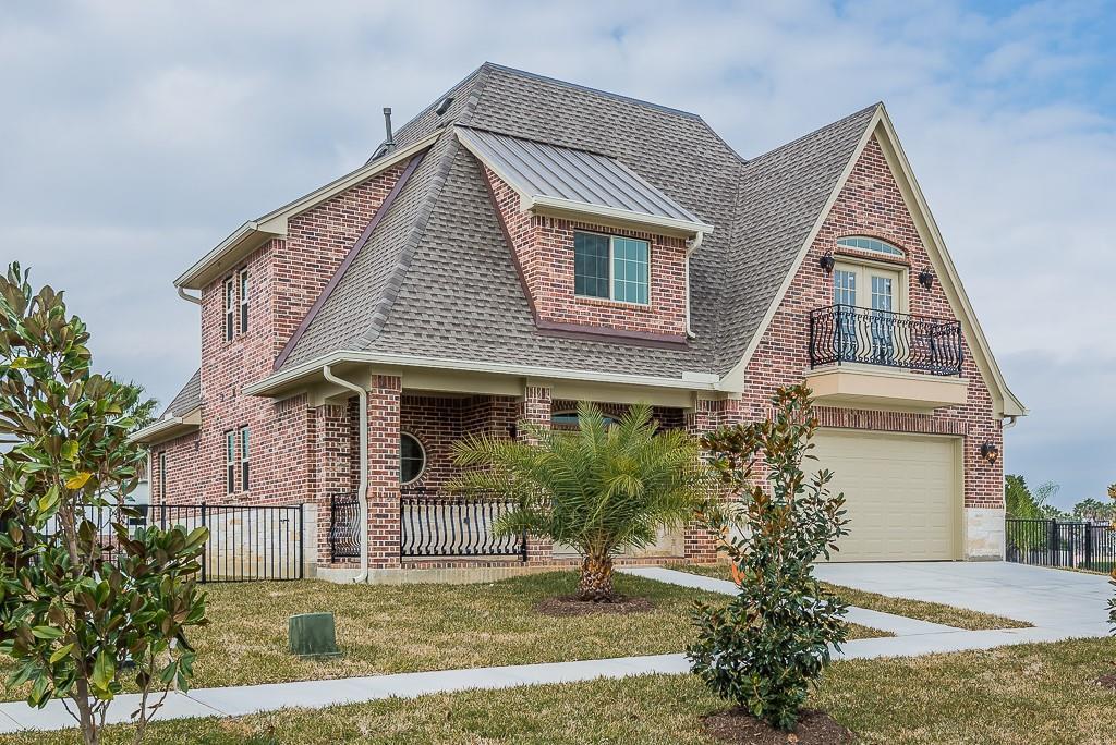 317 Twin Timbers Lane Property Photo - Kemah, TX real estate listing